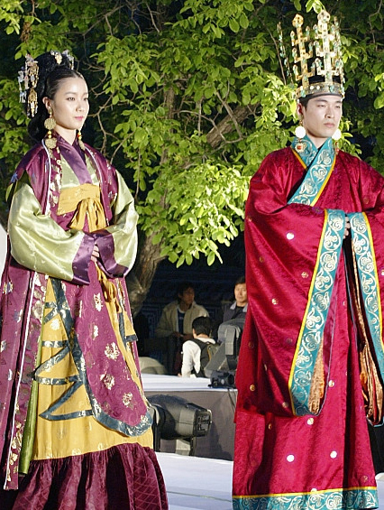 Clothes of Southern and Northern Dynasties